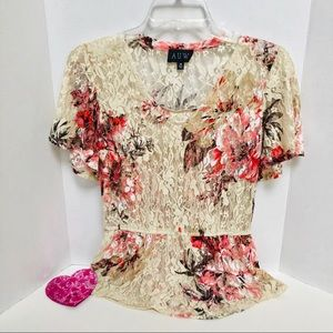 AUW-short sleeve lace top with elastic waist.